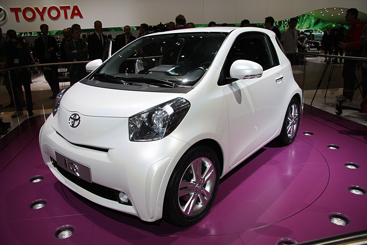 Toyota iQ photo 02