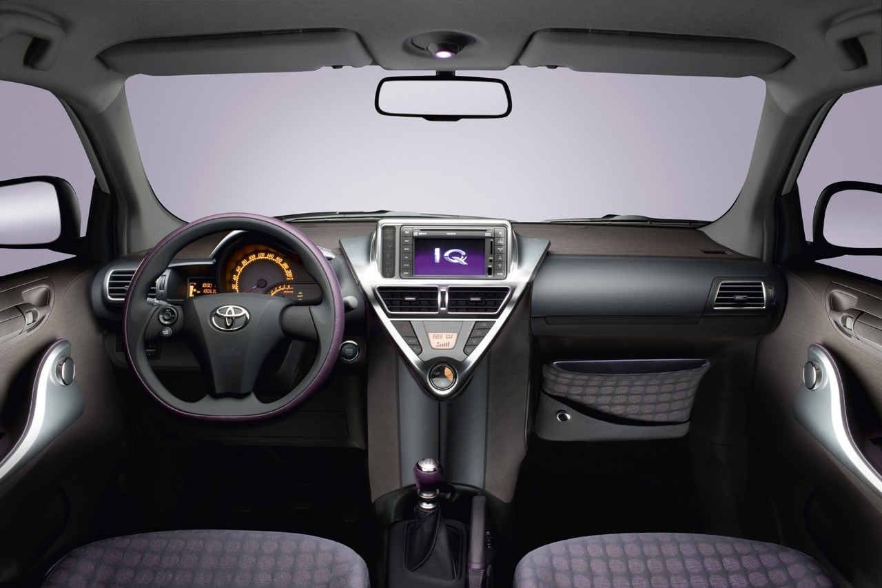 Toyota iQ photo 03