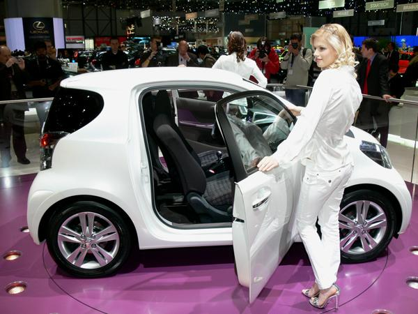 Toyota iQ photo 04