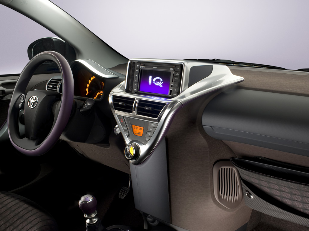 Toyota iQ photo 05