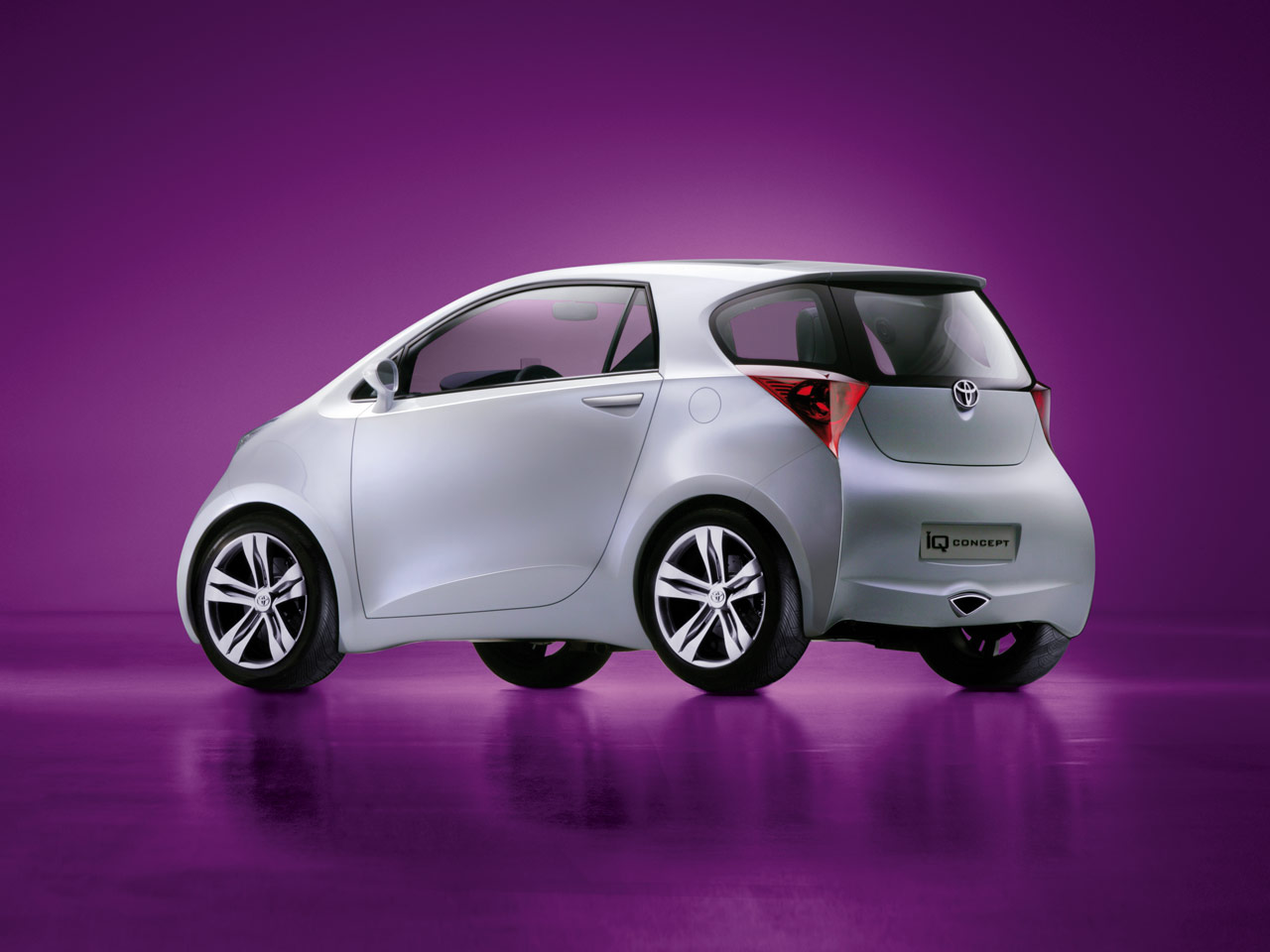 Toyota iQ photo 06