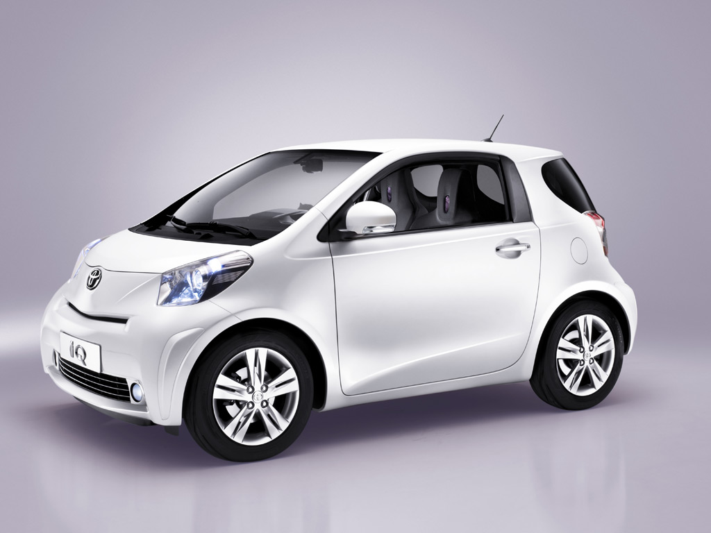 Toyota iQ photo 13