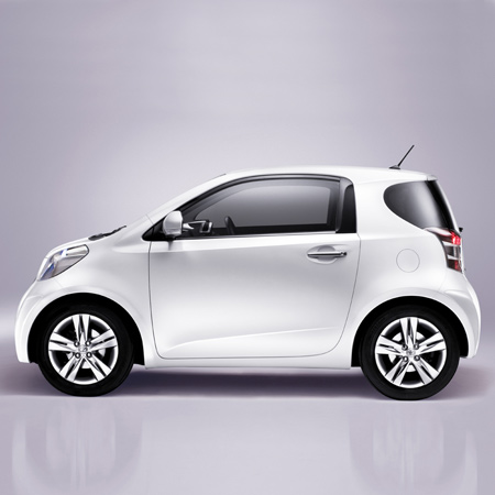 Toyota iQ photo 17