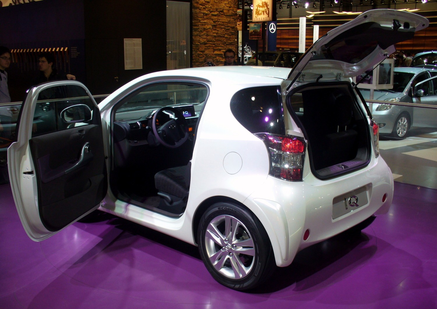 Toyota iQ photo 18