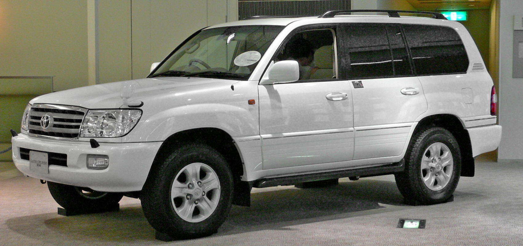 Toyota Land Cruiser 100 Technical Details History Photos