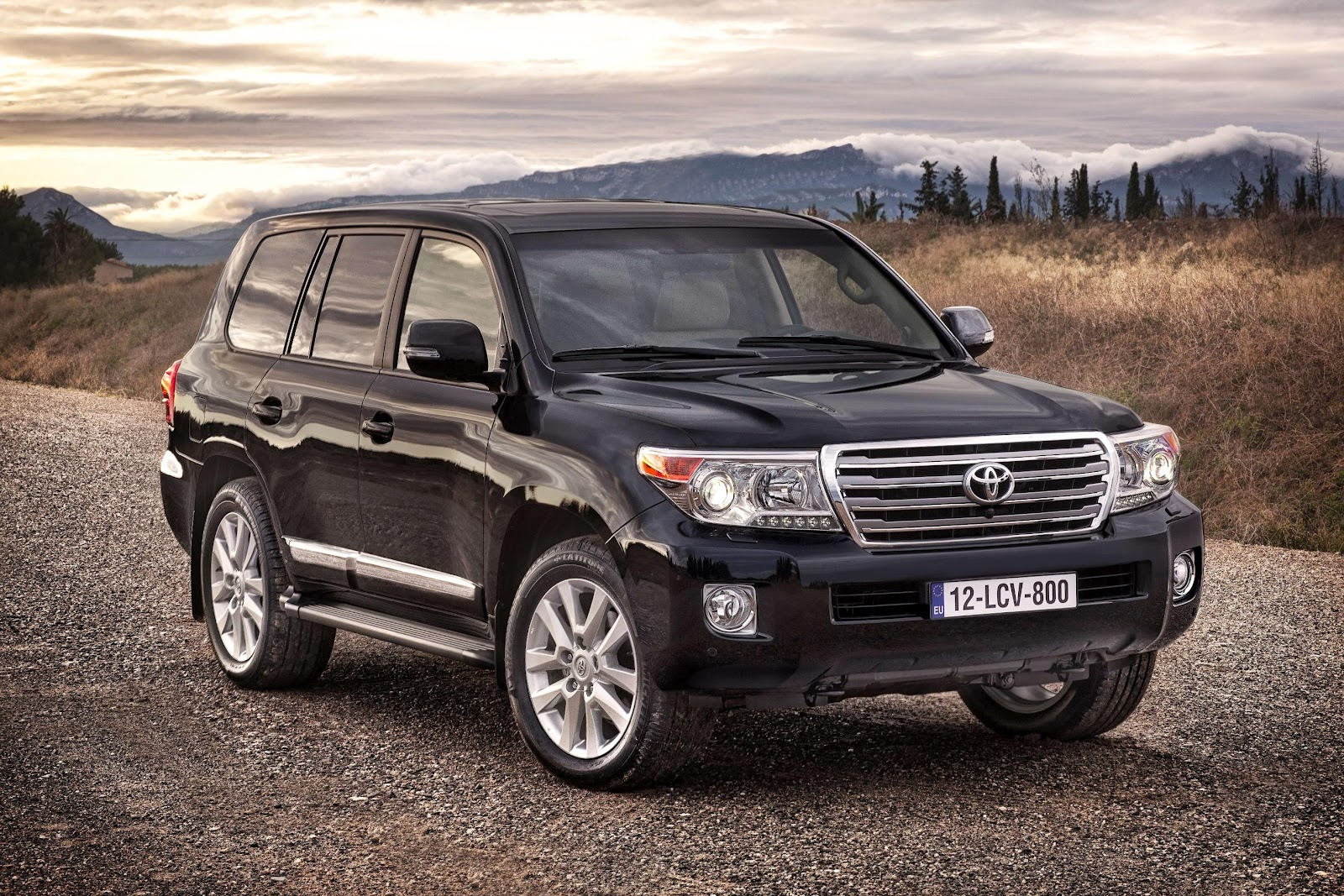 Toyota Land Cruiser 300 photo 11