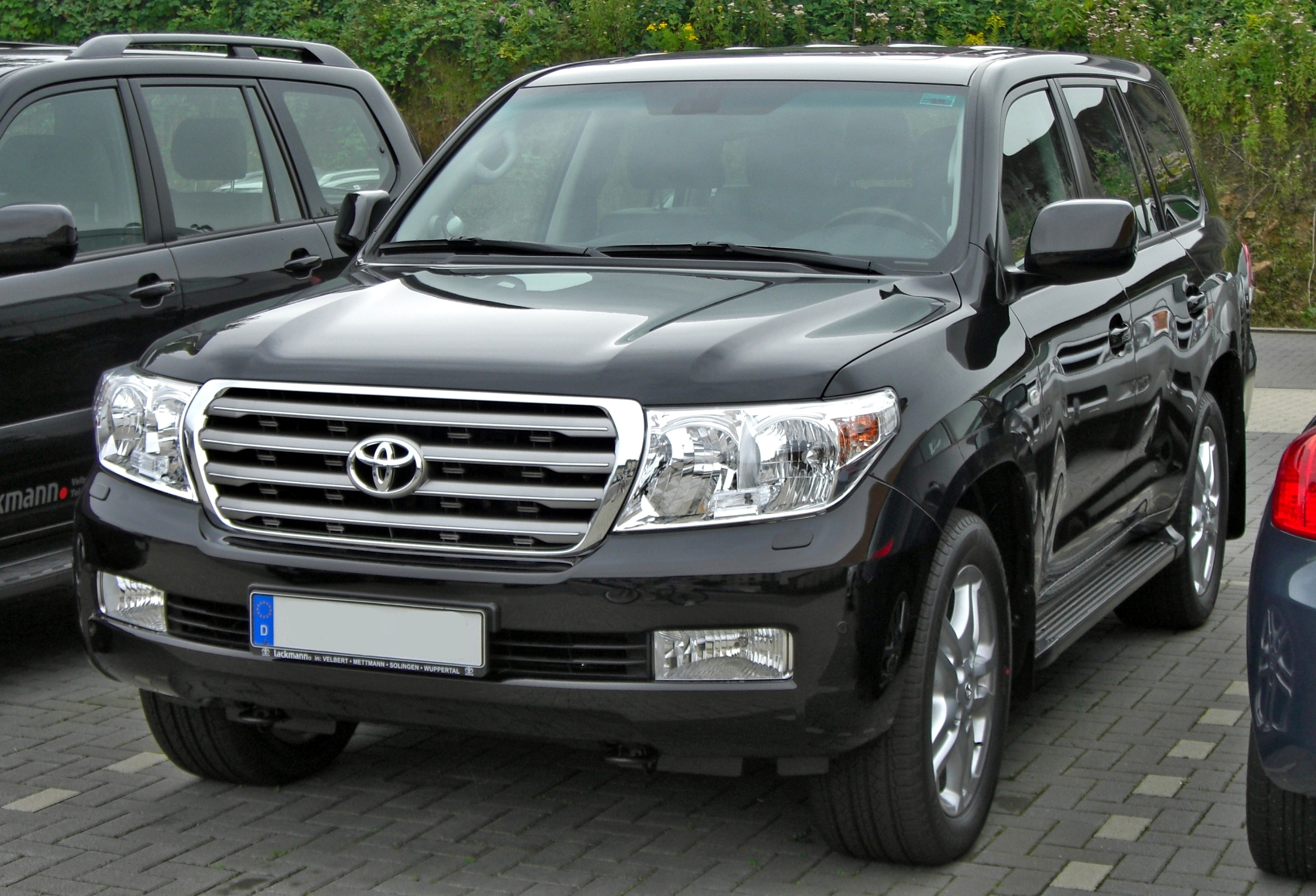 Toyota Land Cruiser V8 photo 02