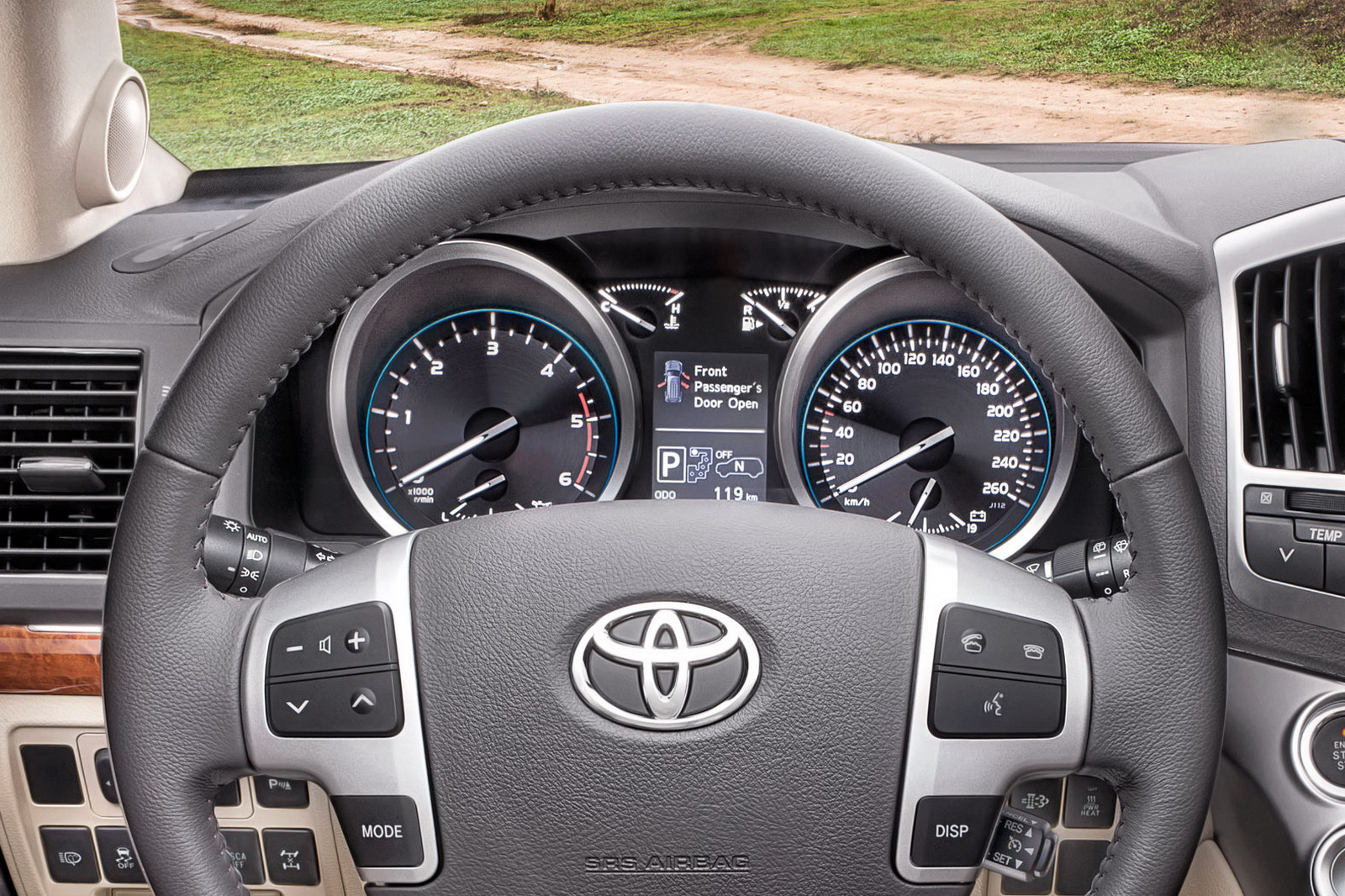 Toyota Land Cruiser V8 photo 05
