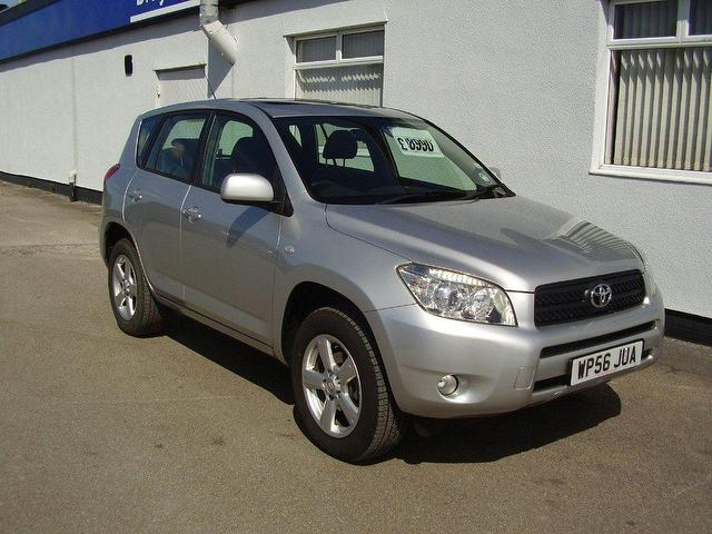 Toyota RAV4 2.0 VVTi photo 02