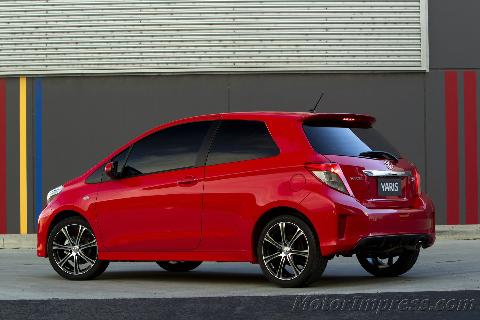 Toyota Yaris photo 11