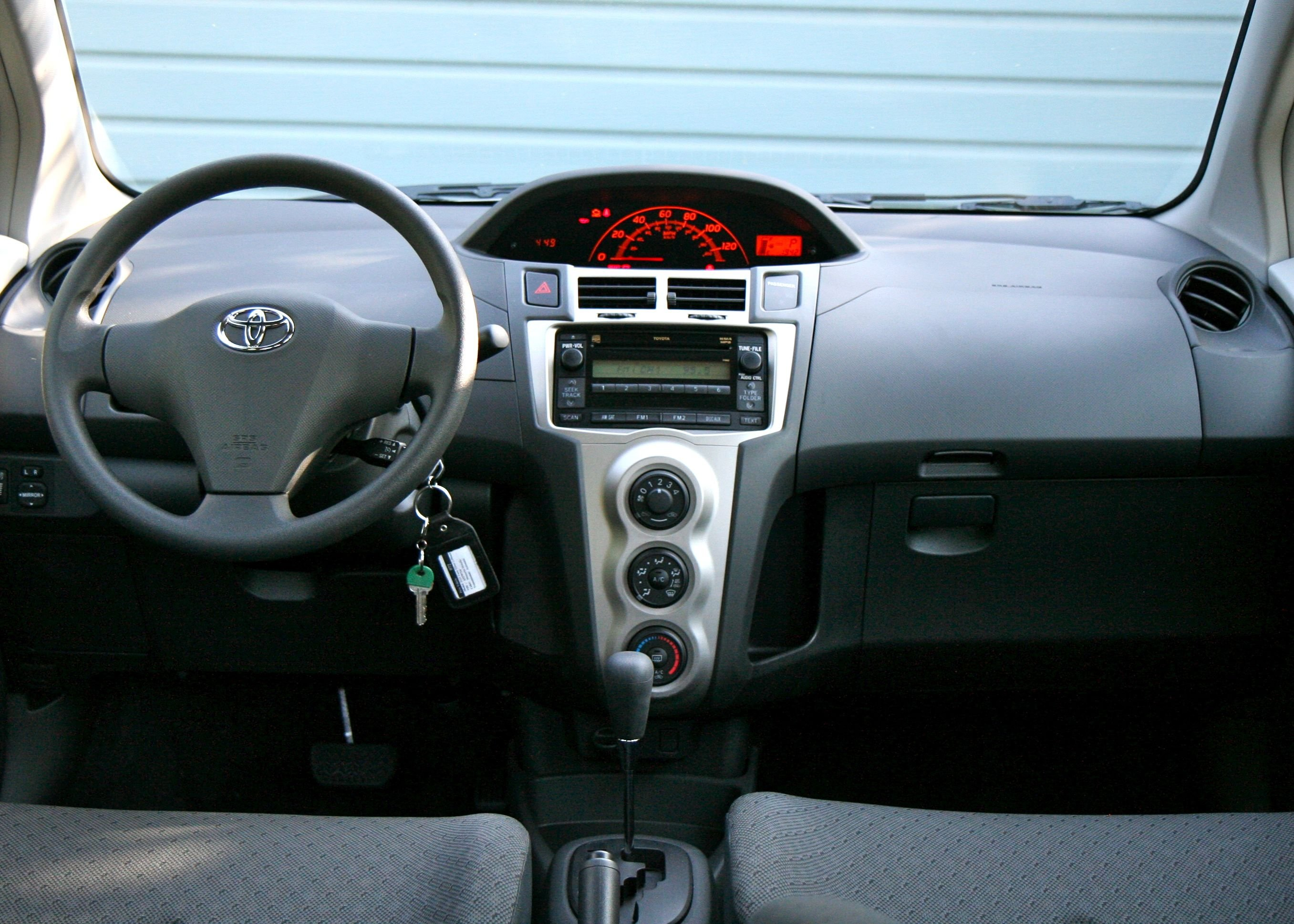 Toyota Yaris photo 15