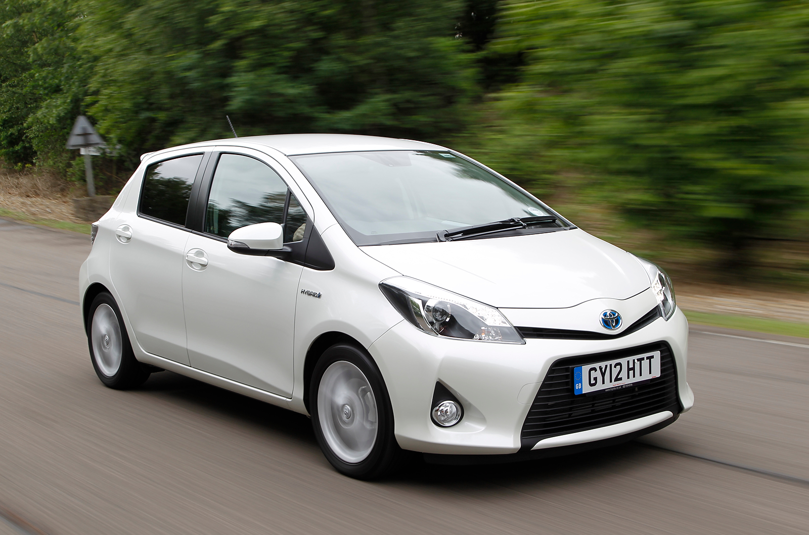Toyota Yaris Hybrid technical details history photos on Better