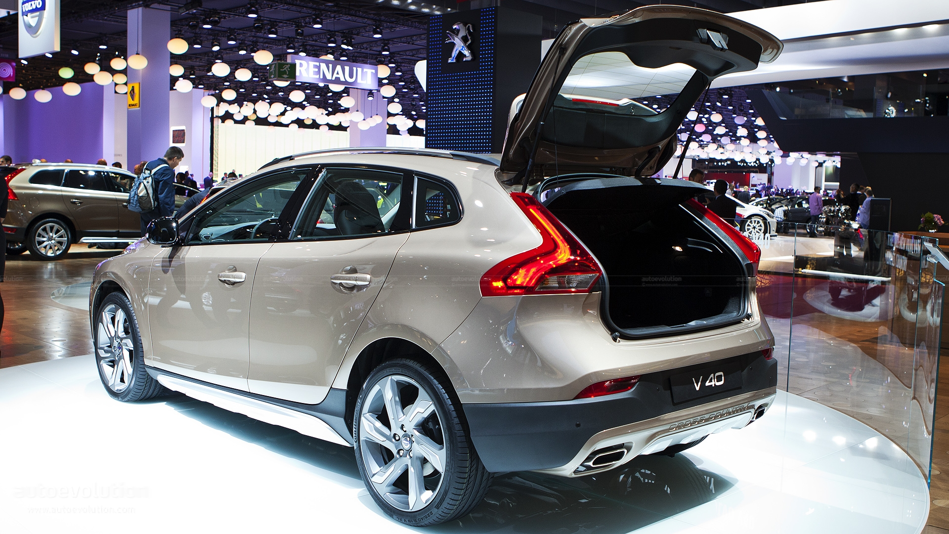 volvo v40 cross country photos 3 on better parts ltd. Black Bedroom Furniture Sets. Home Design Ideas