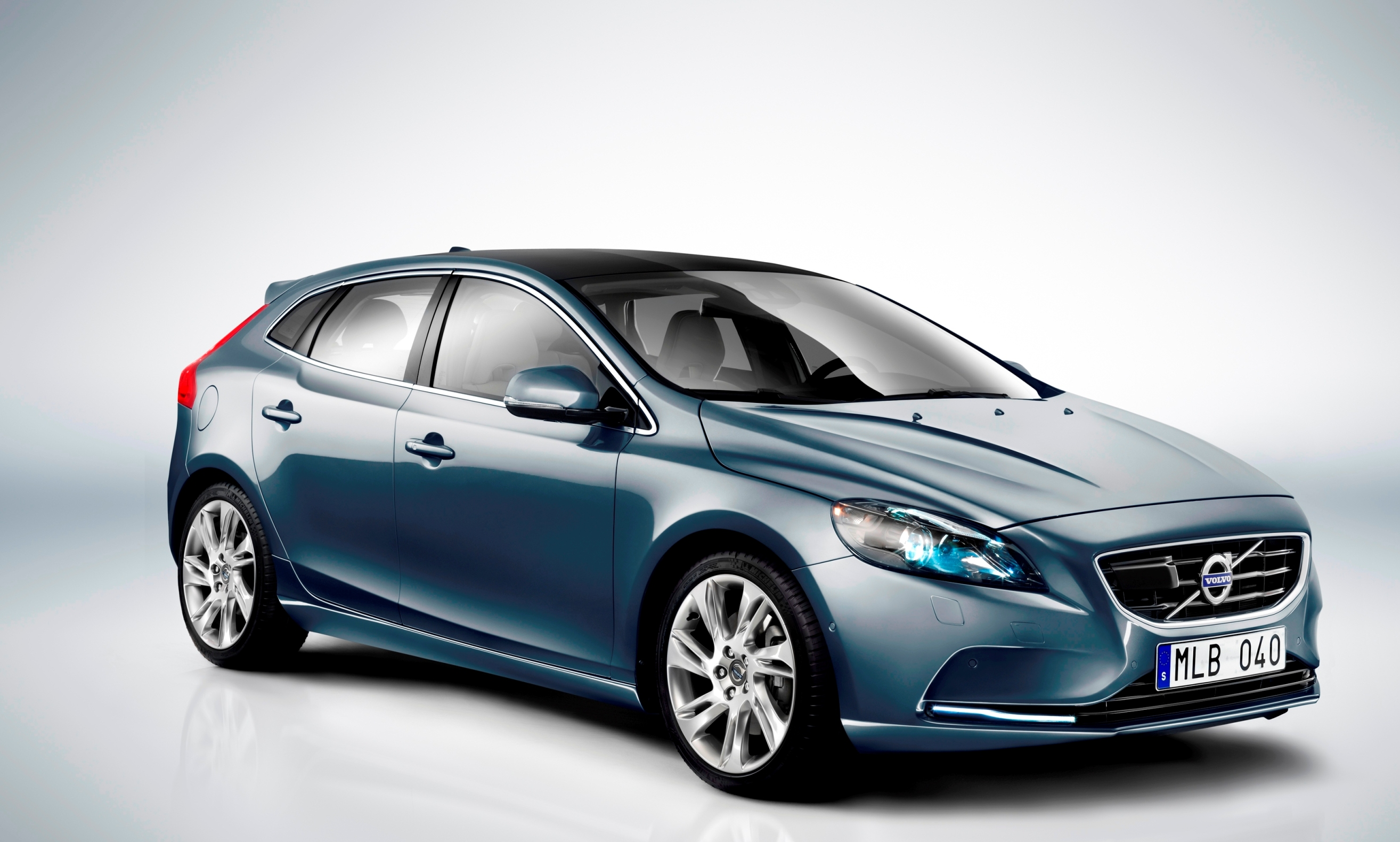 volvo v40 d2 technical details history photos on better. Black Bedroom Furniture Sets. Home Design Ideas