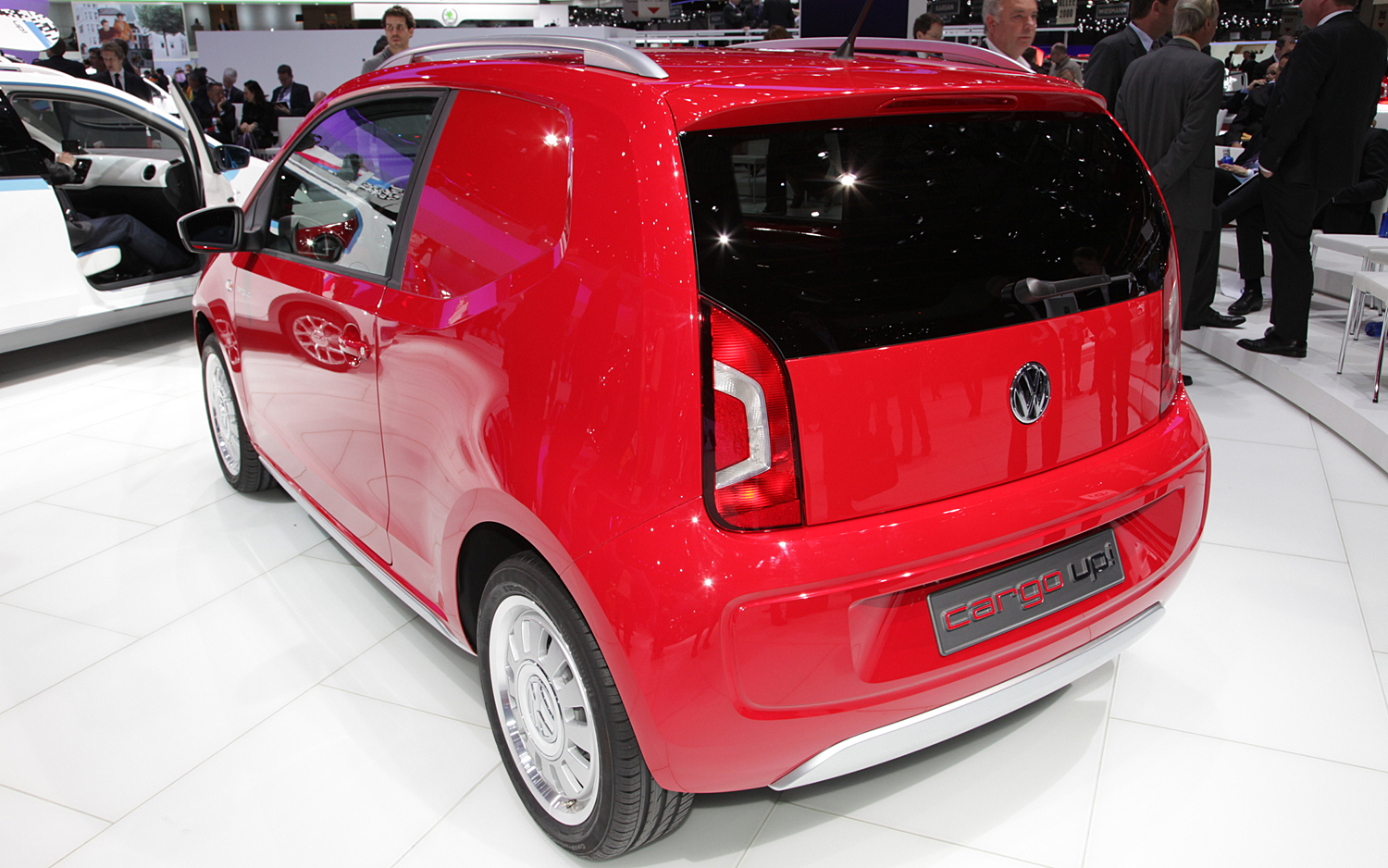 VW cargo up! photo 12