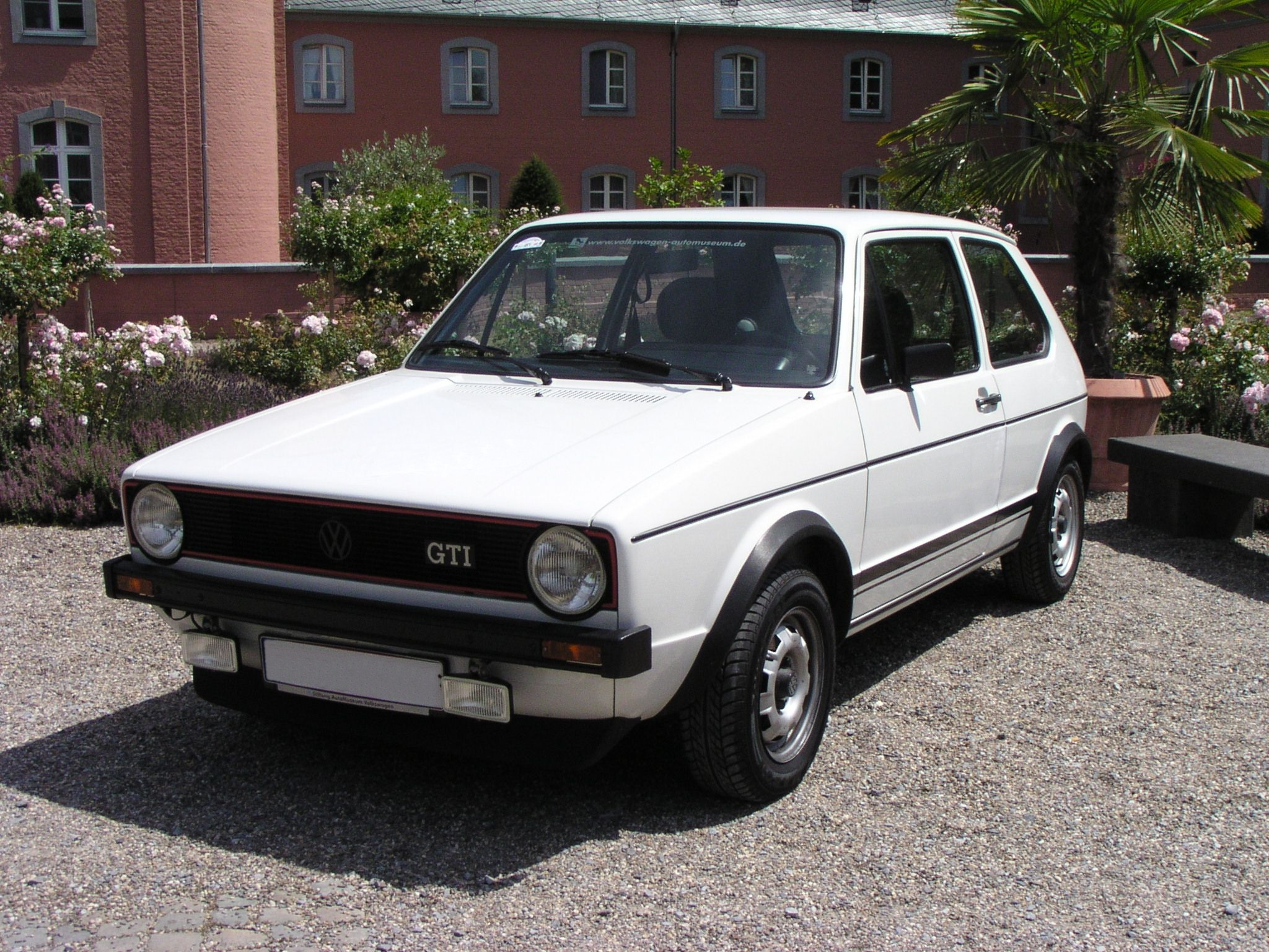 VW Golf 1 photo 01
