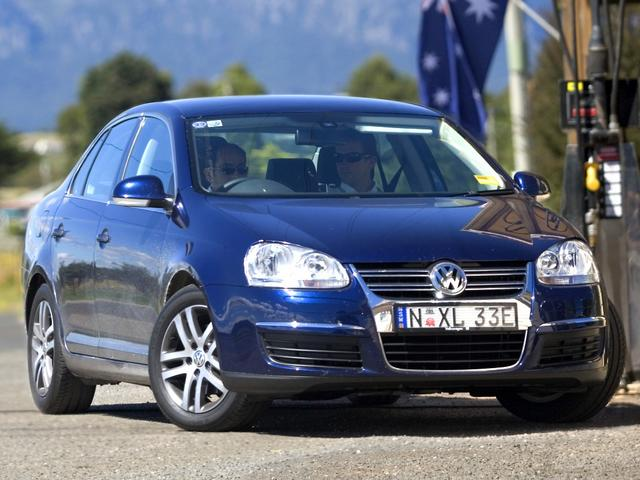 VW Jetta 2.0 TDI photo 02