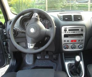 Alfa-Romeo 147 photo 1