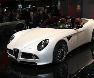 Alfa-Romeo 8C Spider photo 3