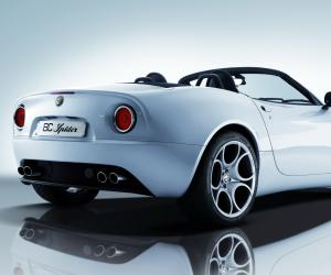 Alfa-Romeo 8C Spider photo 6