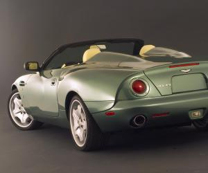 Aston-Martin AR1 photo 2