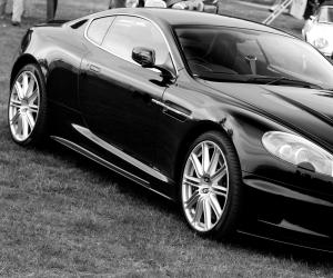 Aston-Martin DBS photo 8