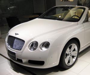 Bentley Continental GTC photo 2