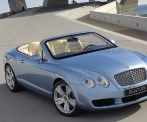 Bentley Continental GTC photo 3