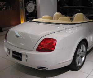 Bentley Continental GTC photo 11