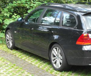 BMW 320d Touring photo 1