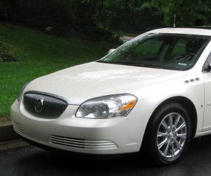 Buick Lucerne photo 2