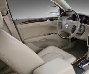 Buick Lucerne photo 4