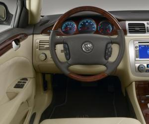 Buick Lucerne photo 5