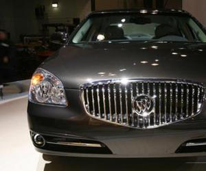Buick Lucerne photo 9