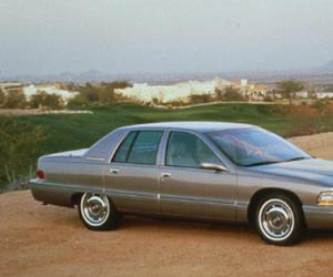 Buick Roadmaster photo 2