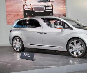 Chrysler 100 photo 2