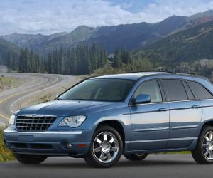 Chrysler Pacifica photo 2