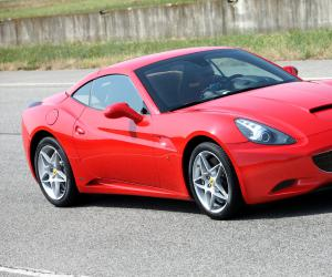 Ferrari California photo 2