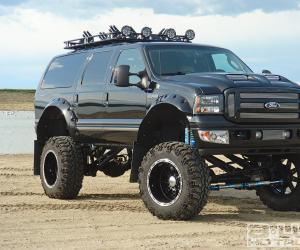 Ford Excursion photo 3