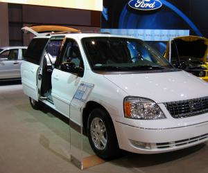 Ford Freestar photo 2