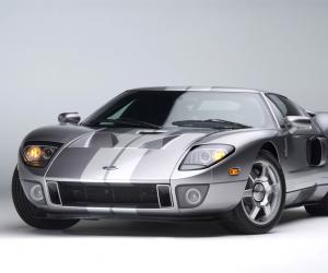Ford GT photo 2