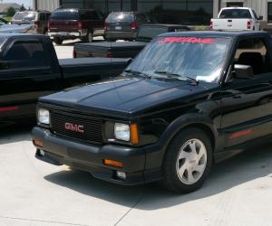 GMC Syclone photo 1