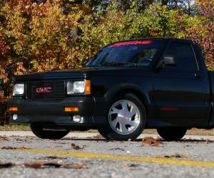 GMC Syclone photo 3