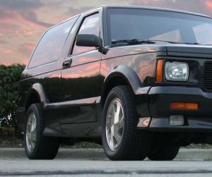 GMC Typhoon photo 2