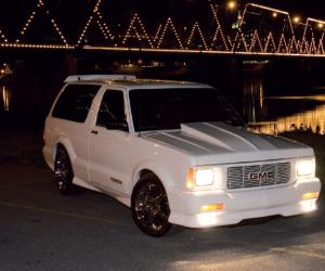 GMC Typhoon photo 11