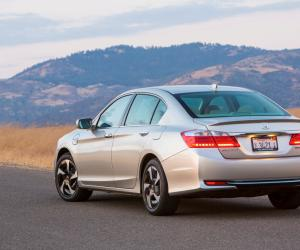 Honda Accord photo 12