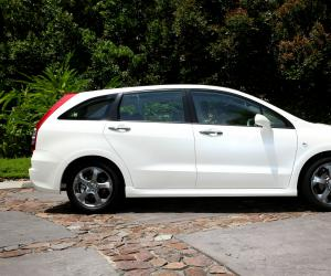 Honda Stream photo 5