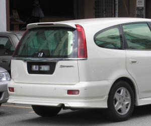 Honda Stream photo 6