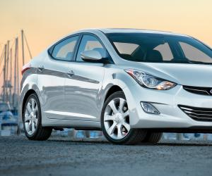 Hyundai Elantra photo 3