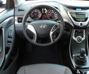 Hyundai Elantra photo 13